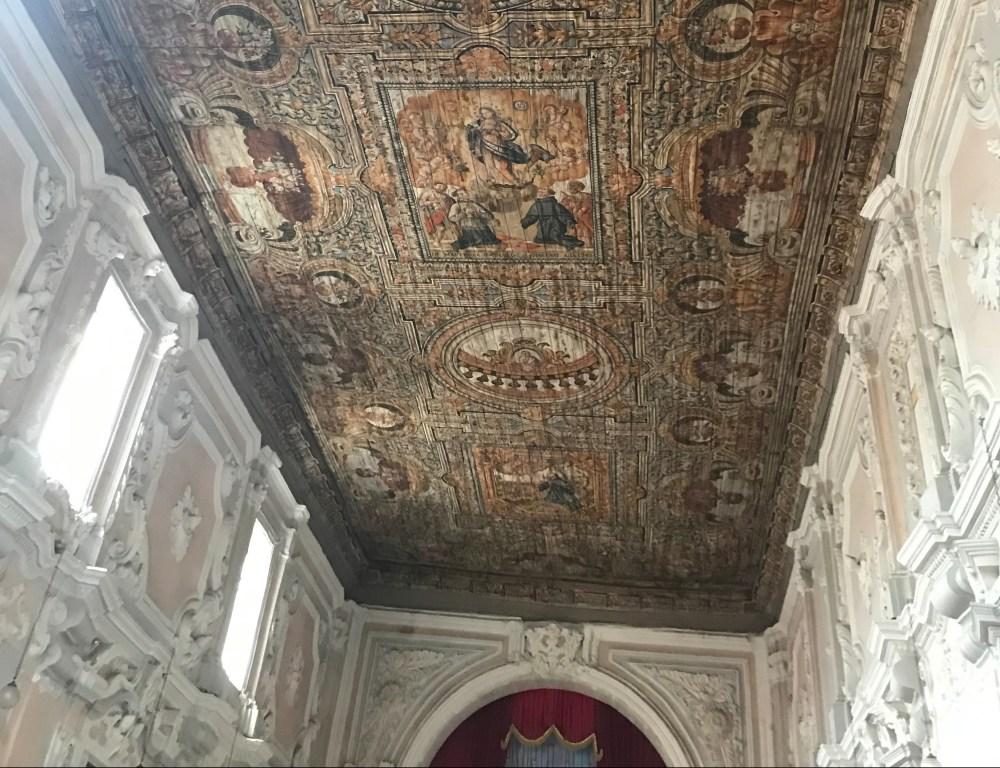 O teto da igreja de Teggiano, na Campania