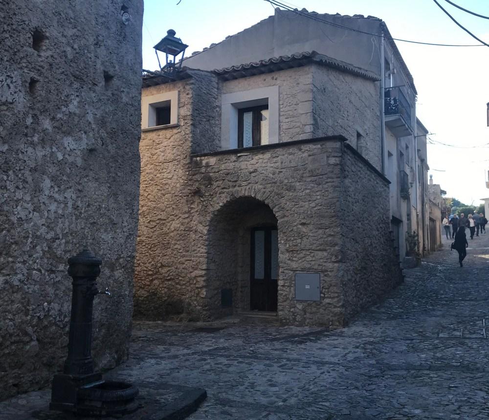 Um pouquinho das ruas de Gerace, na Calábria