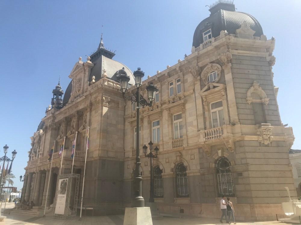 Fiquei apaixonada pela arquitetura do centro antigo de Cartagena da Espanha