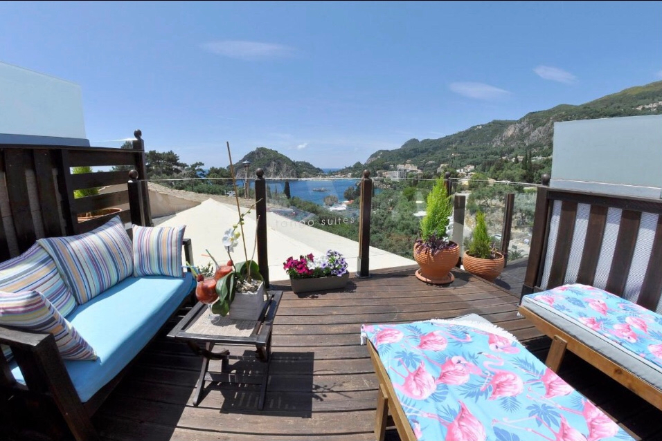 Os apartamentos Tango com a varanda incrível para a praia mais famosa da ilha. Foto: Booking