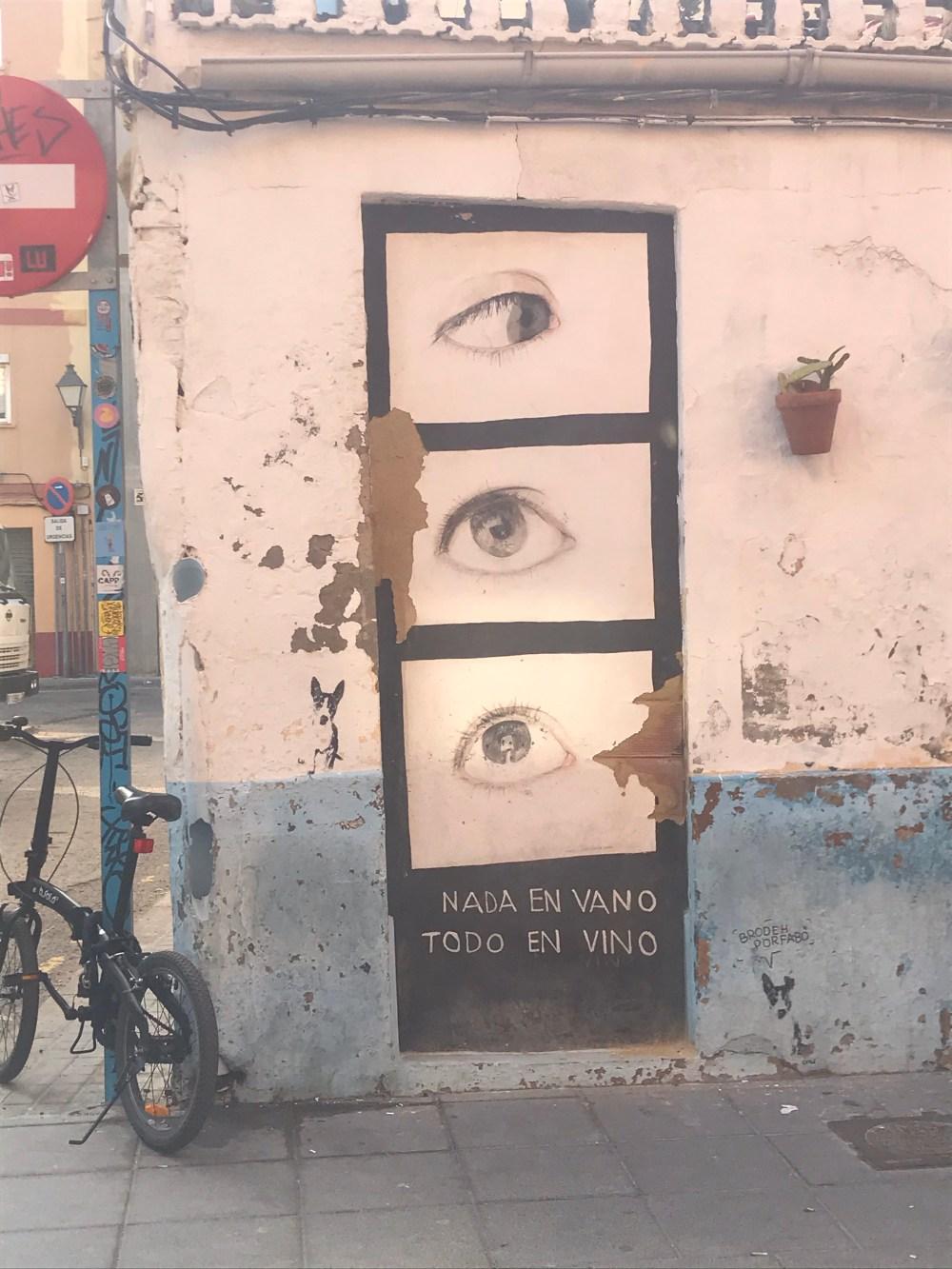 O que fazer em El Cabanyal: caminhar, com cuidado, observando cada casa, rua e cena