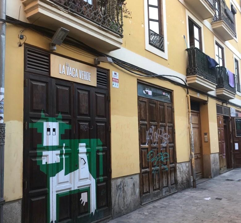 A streetart alterou El Carmen, mudando a identidade visual de lojas e restaurantes
