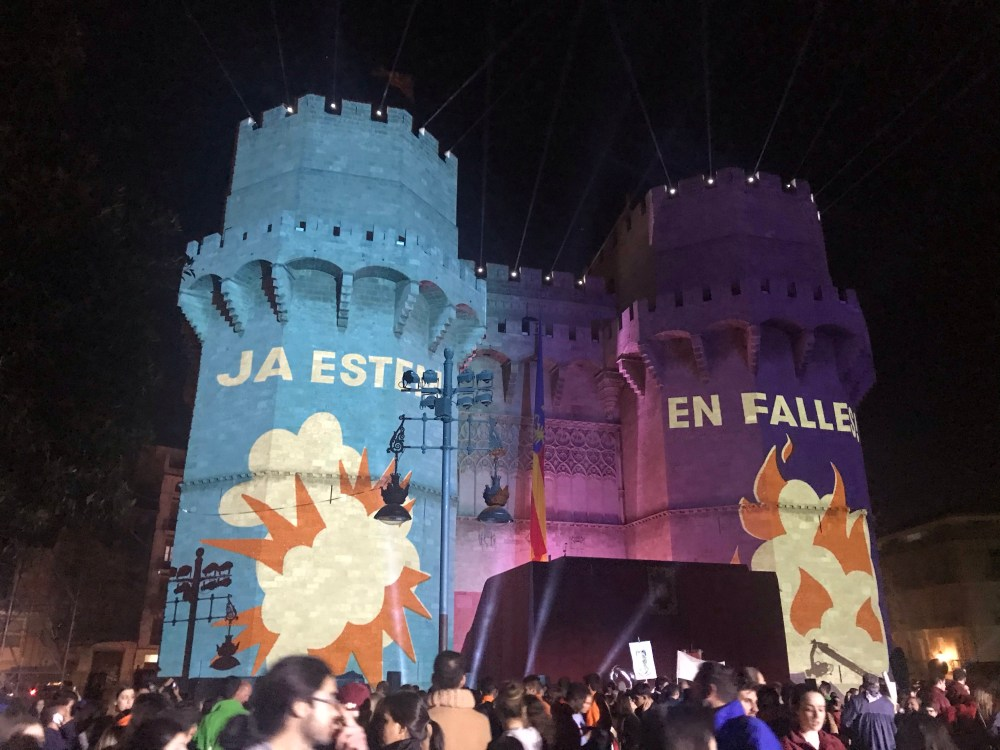 A crida das Torres de los Serranos marca o início das Fallas de Valencia Espanha