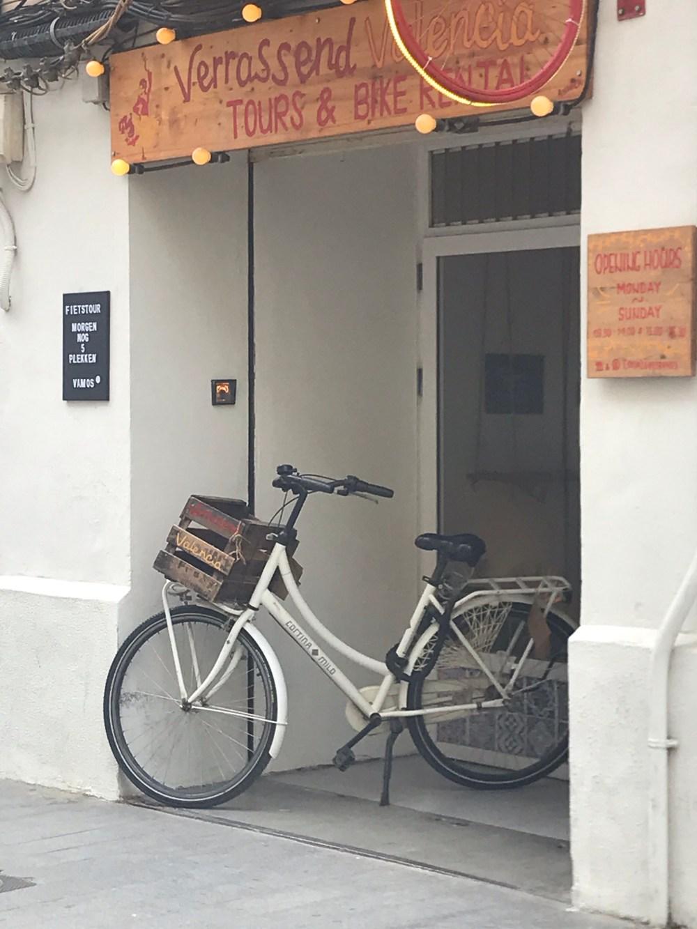 Na Calle Cuba você encontrará vários pontos de locação de bicicleta
