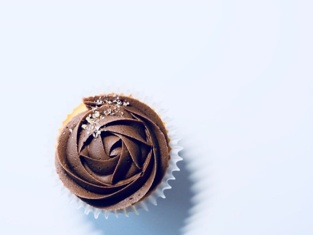 Escolha uma coisinha numa pasticeria top nem que seja um micro doce. Vale à pena!