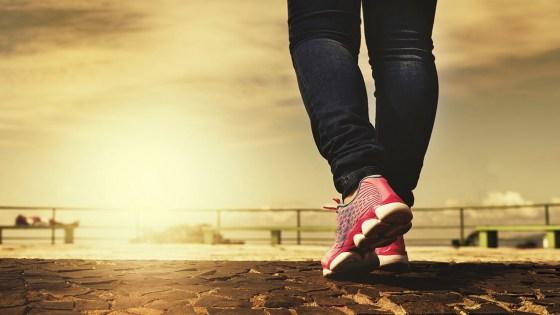 Caminhar 10 mil passos não emagrece