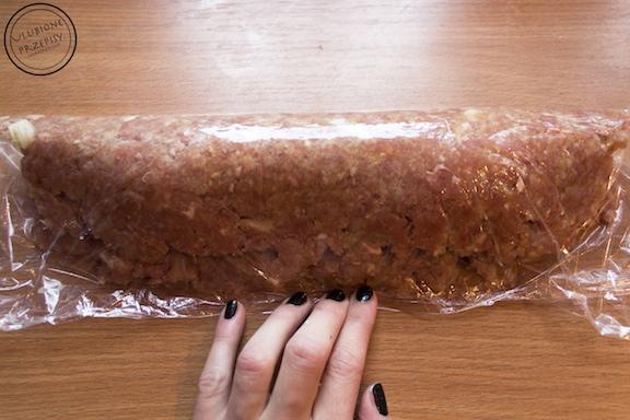 Rolada z mięsa mielonego faszerowana szpinakiem