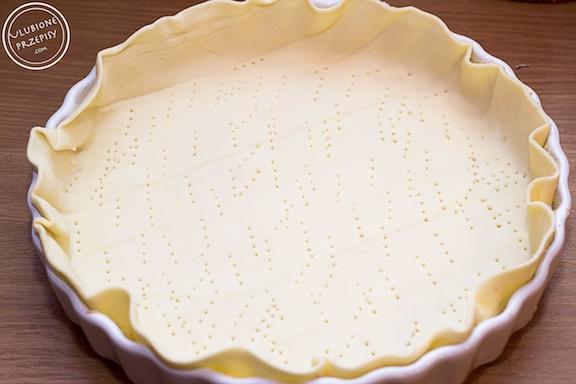 Tarta z porem na spodzie z ciasta francuskiego