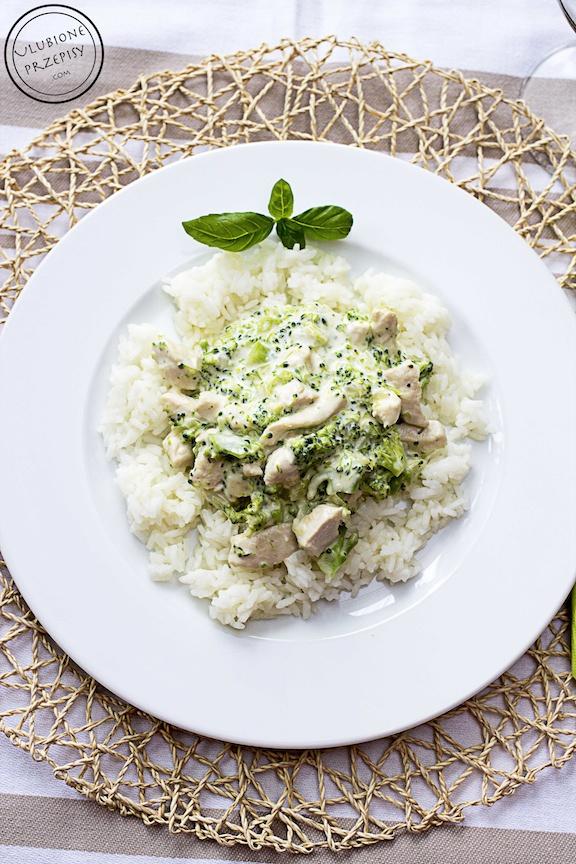 Kurczak w sosie brokułowym z serkiem mascarpone i ryżem