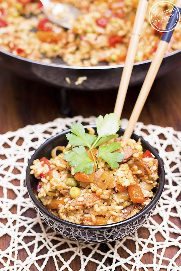 Ryż smażony z warzywami i wędliną