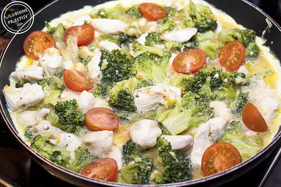 Frittata z kurczakiem i brokułami