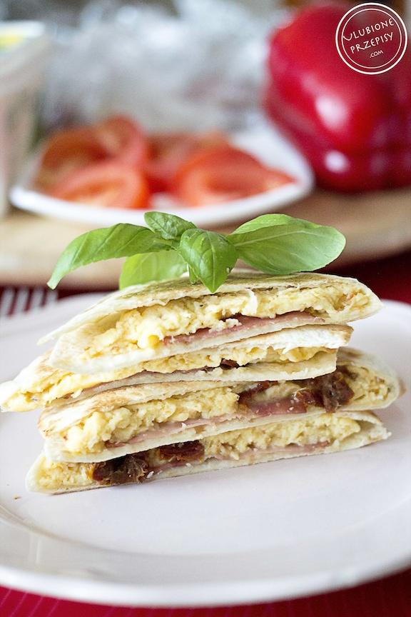 Śniadaniowe quesadillas z jajkiem
