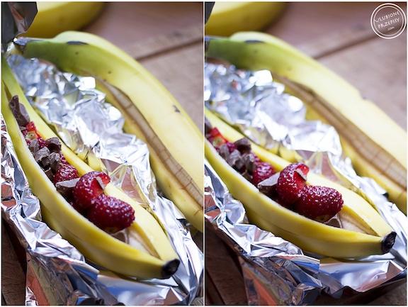 Banany z grilla z truskawkami i czekoladą