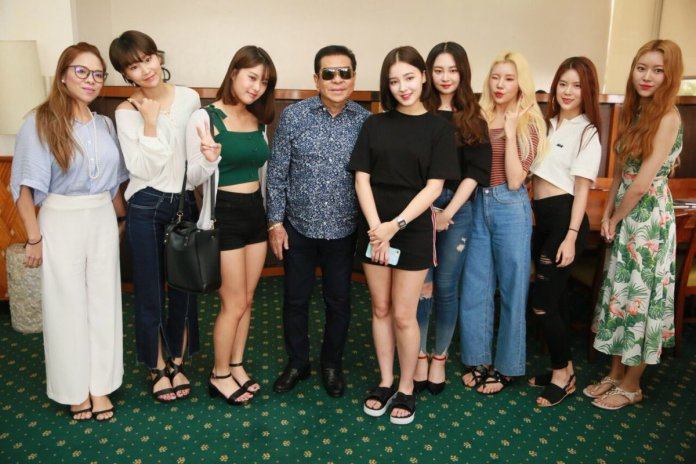 MOMOLAND Visits The Philippines