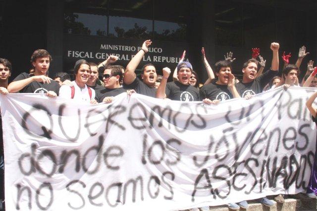 Manifestación de estudiantes en Fiscalía (4) 15-02-12 - Copy