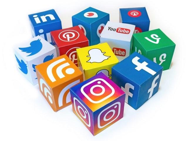 las redes sociales han abierto puertas al ciudadano para incluir temas en la agenda. Foto: photo credit: Visual Content Social Media Mix 3D Icons - Mix #1 via photopin (license)