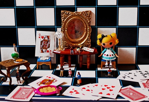 Los libros de Carroll llevan al lector a un mundo onírico. Foto: photo credit: Evil Cheese Scientist The Looking Glass Room via photopin (license)