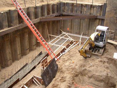 September 2004 - Areaway subfooting pour