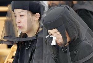 髭の殿下の葬儀で泣き崩れる彬子さま瑤子さま