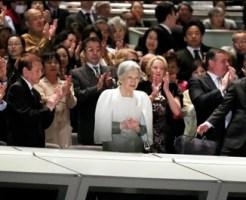 「プラシド・ドミンゴ&ルネ・フレミング プレミアムコンサートインジャパン2017」の会場で着席する皇后陛下=13日午後8時39分、東京・丸の内の東京国際フォーラム、時津剛撮影