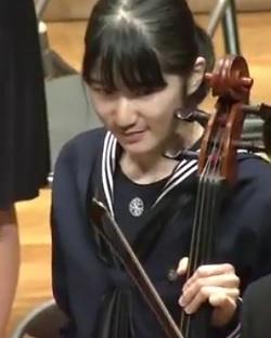 チェロを弾く愛子さまその3