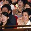 高円宮妃久子さまと絢子さま、映画「花戦さ」を鑑賞