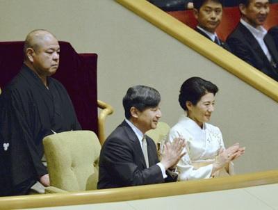 読売新聞大相撲観戦する皇太子と雅子さま