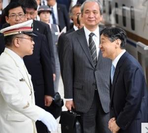石川県に向けて出発される皇太子さま=JR東京駅で2017年6月9日午前10時50分、宮間俊樹撮影