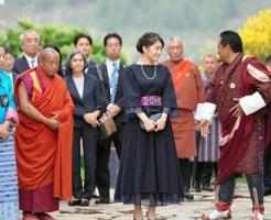 ブータンのパロでキチュ・ラカンを視察される眞子さま=4日(代表撮影・共同)その3