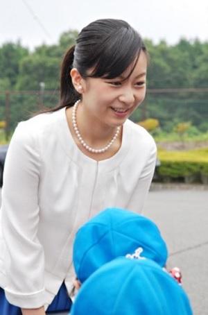全日本高等学校馬術競技大会の会場に到着された佳子さま