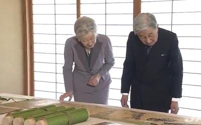 両陛下 鎌倉時代の絵巻をご鑑賞、皇后さまが育てた繭で復元