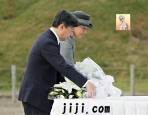献花をする皇太子と雅子さま