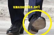 ヘンリー王子の靴底に穴