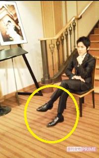 小室圭高級靴を履いて成人式の写真を帝国ホテルで撮影