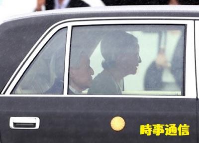 西日本豪雨被災地の愛媛、広島両県訪問のため、羽田空港に到着された天皇、皇后