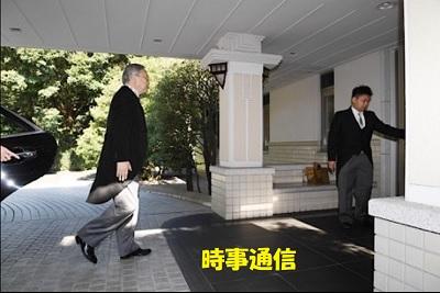 「入第(じゅだい)の儀」のため、高円宮邸に入る守谷家の使者、元国立国際医療研究センター病院長の近藤達也さん