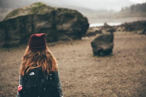 Como escolher uma mochila de viagem feminina - veja mais sobre tamanho, modelos e ajustes