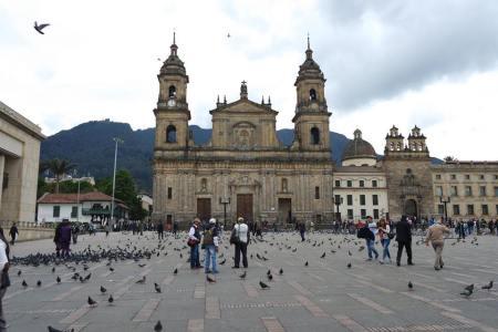 Catedral de Bogotá ou Catedral Primada, Praça Bolívar