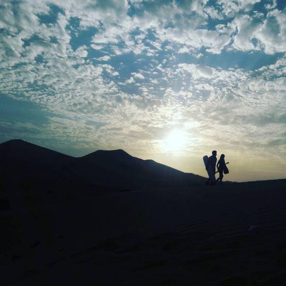Huacachina-no-deserto-do-Peru-Oásis-da-América por do sol