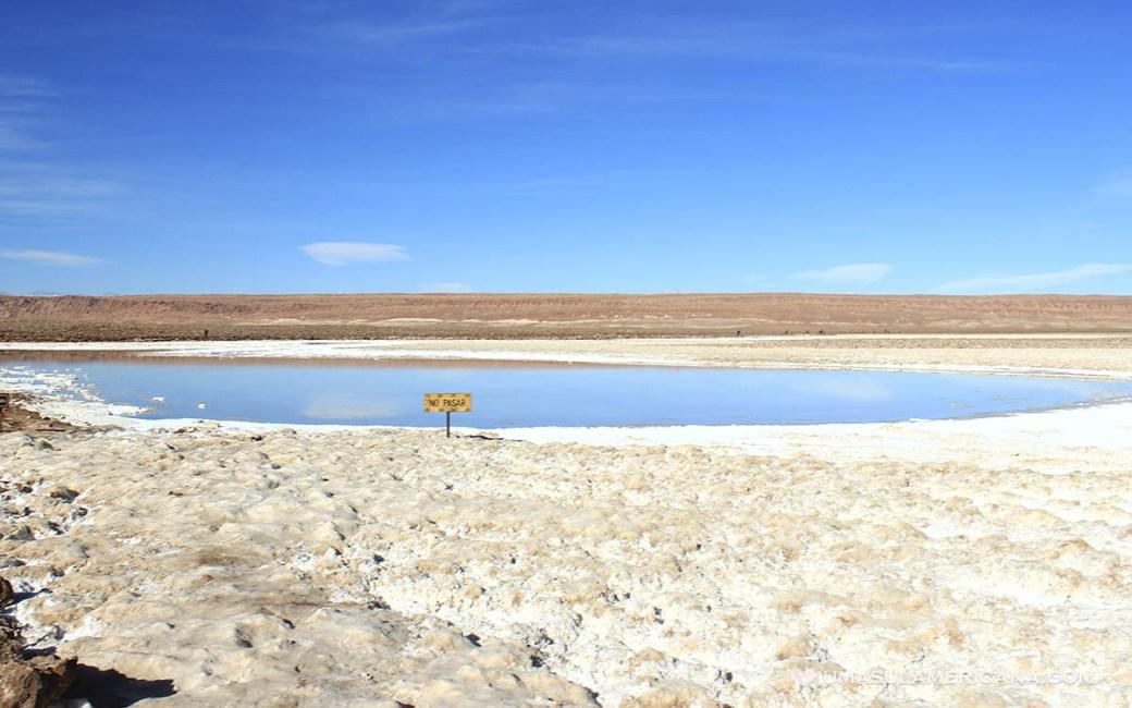 Laguna de sal no Deserto do Atacama - Baltinache