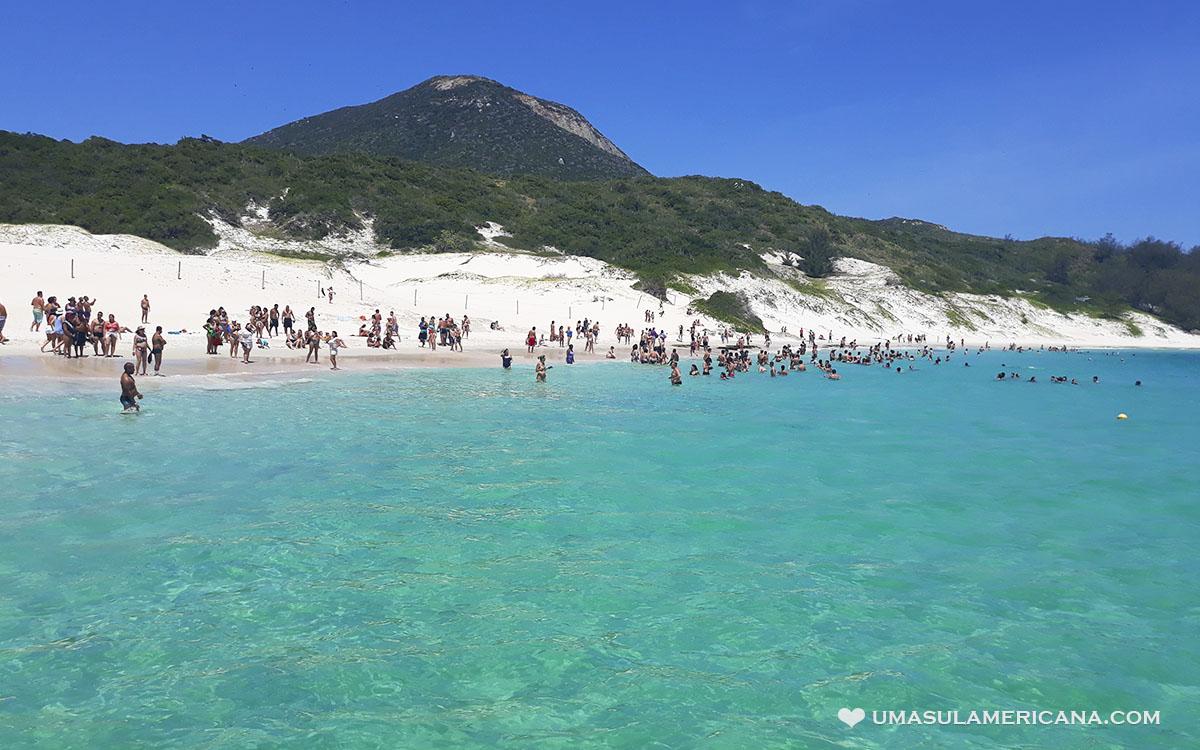 Praia do Farol, primeira parada do passeio de barco em Arraial do Cabo,