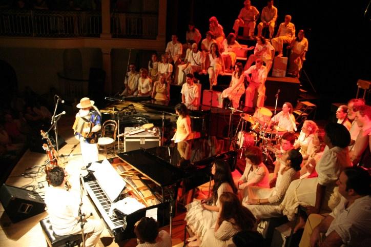 Imaginário Sonoro do Brasil, com Hermeto Pascoal e Aline Morena. Maestro Pablo Trindade. Theatro São Pedro, 2006.