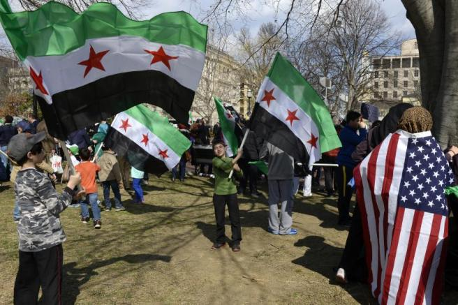Protestors in DC waving Syrian and US flags