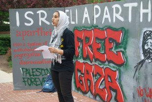 MPA President Sarah Eshera speaks to boycott attendees. Jared Beinart/Mitzpeh.