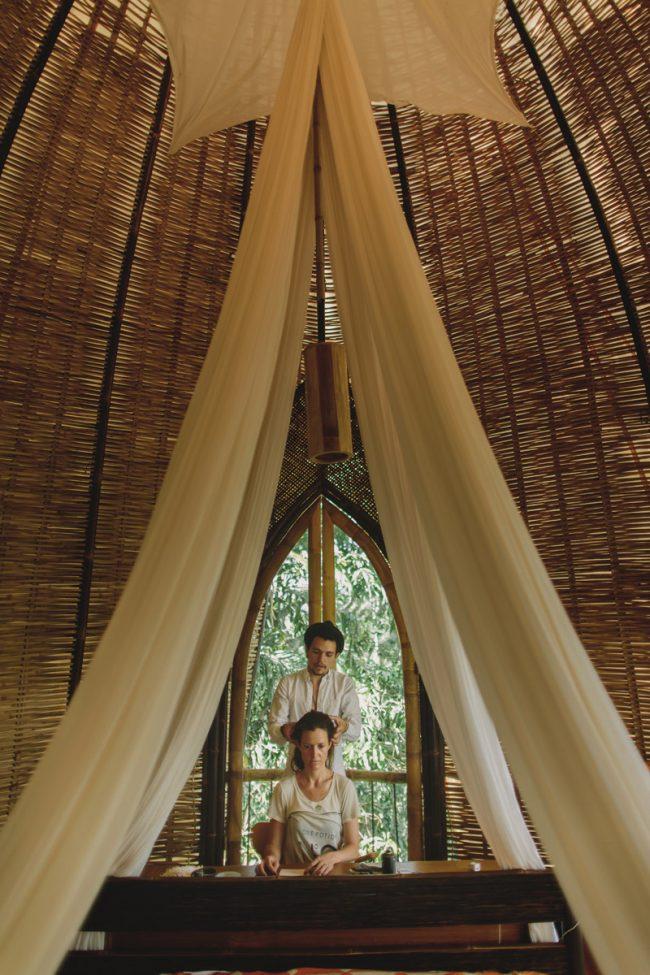 um-doce-dia-casamento-em-bali-indonesia-banyan-14
