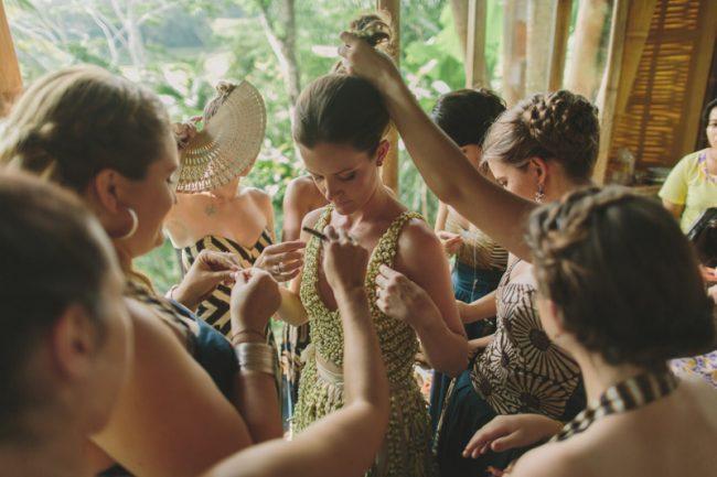 um-doce-dia-casamento-em-bali-indonesia-banyan-16