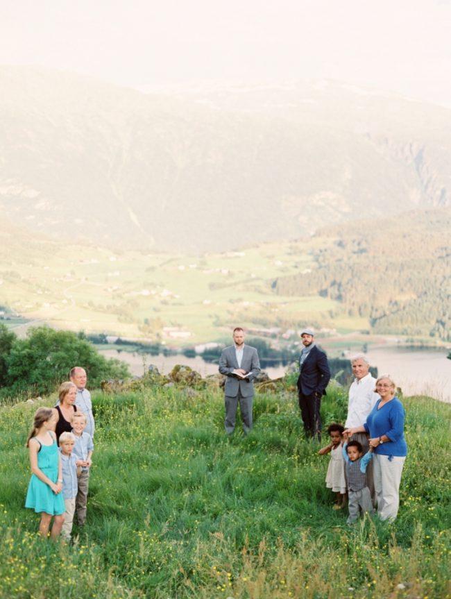 um-doce-dia-casamento-renovando-os-votos-nina-e-wes-na-noruega-15