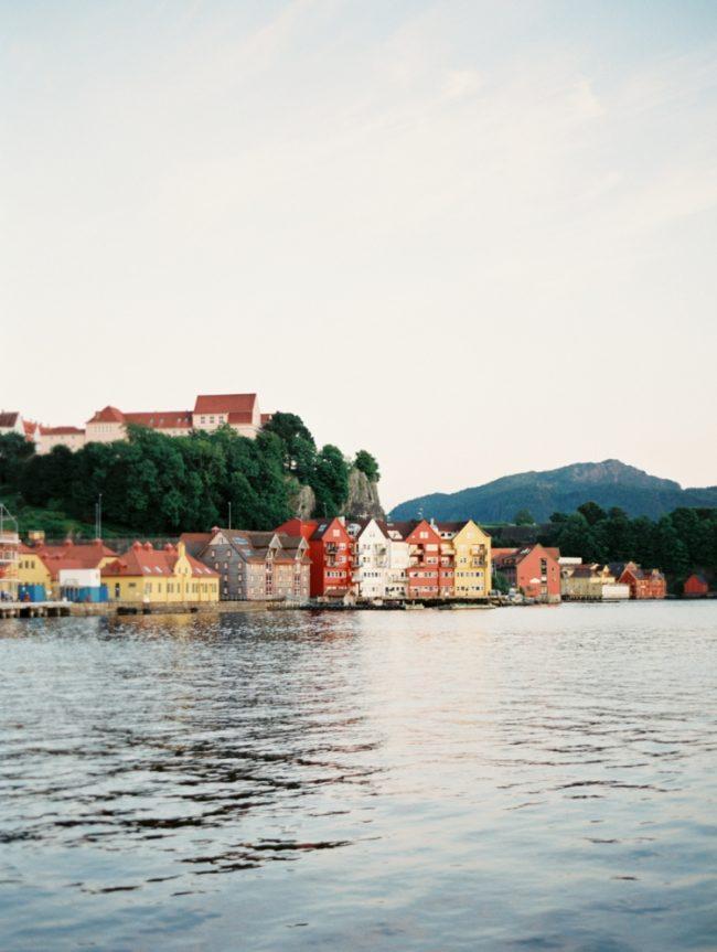 um-doce-dia-casamento-renovando-os-votos-nina-e-wes-na-noruega-28