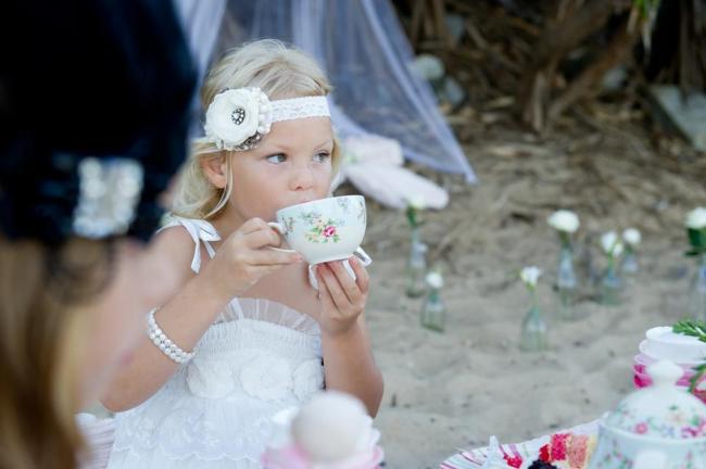 um-doce-dia-um-cha-da-tarde-para-meninas-na-praia-09