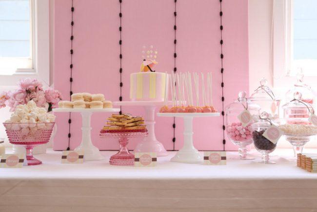 um-doce-dia-decoracao-cha-de-bebe-chuva-cor-de-rosa-01